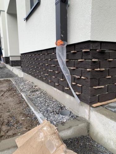 Après travaux crépi / pendant les travaux de briquettes